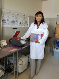 Prof. Hernández with her new Monowave 50