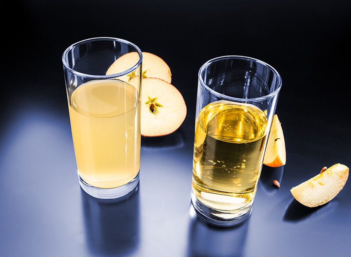 Fig. 1: On the left: turbid juice. On the right: clear juice. Both are yellow.